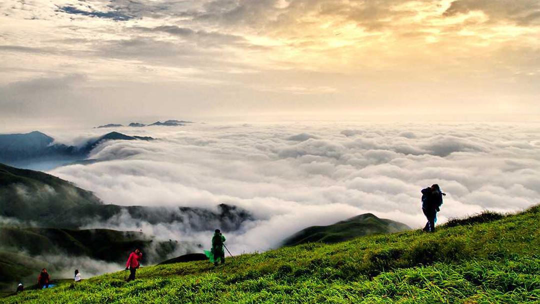 江西武功山天上草原徒步+观万里云海看日出3日游