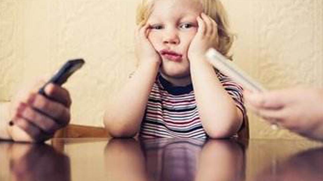 小学生埋怨父亲:你是手机的爸爸,看完很多人沉默了!